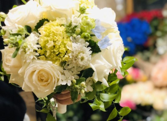 ホワイト結婚式ブーケ
